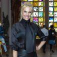'Já que eu ia usar um look estruturado, quis combinar com acessórios básicos, mas que tivessem bossa', explicou Ana Hickmann sobre o look usado no  São Paulo Fashion Week