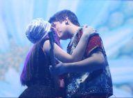 Larissa Manoela e namorado, João Guilherme, trocam beijos em show no Rio. Fotos!