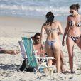 Agatha Moreira, de biquíni, curte praia com colegas de 'Haja Coração' nesta terça-feira, dia 01 de novembro de 2016