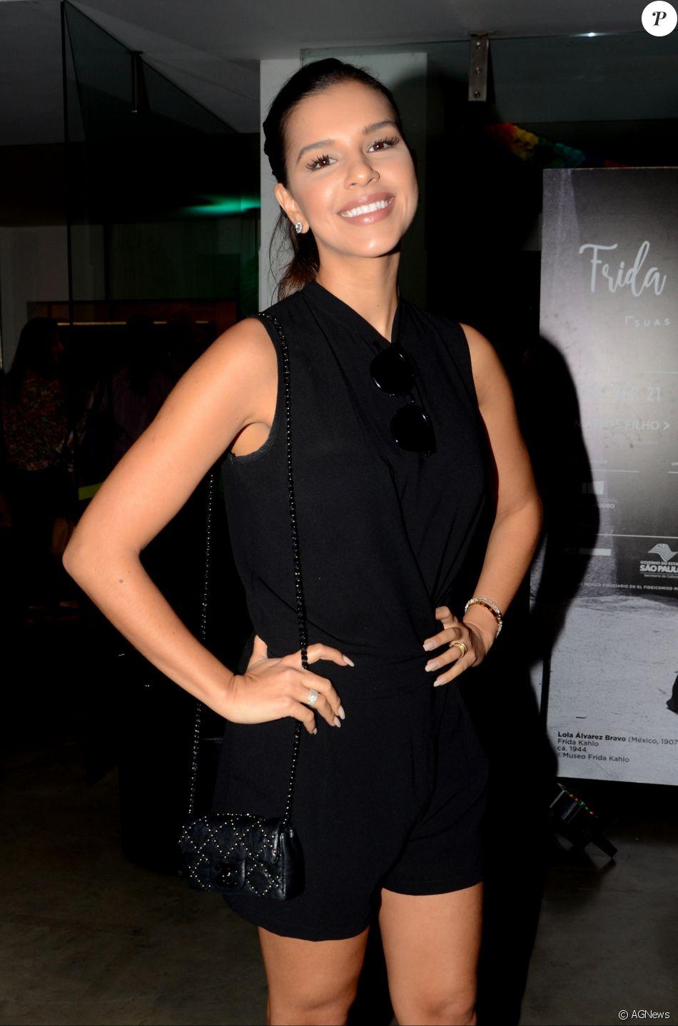 Mariana Rios contou que não segue tendências e elegeu look favorito em closet: ' Pretinho básico'