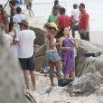 Larissa Manoela e João Guilherme filmam em praia do Rio nesta quinta-feira, dia 03 de novembro de 2016