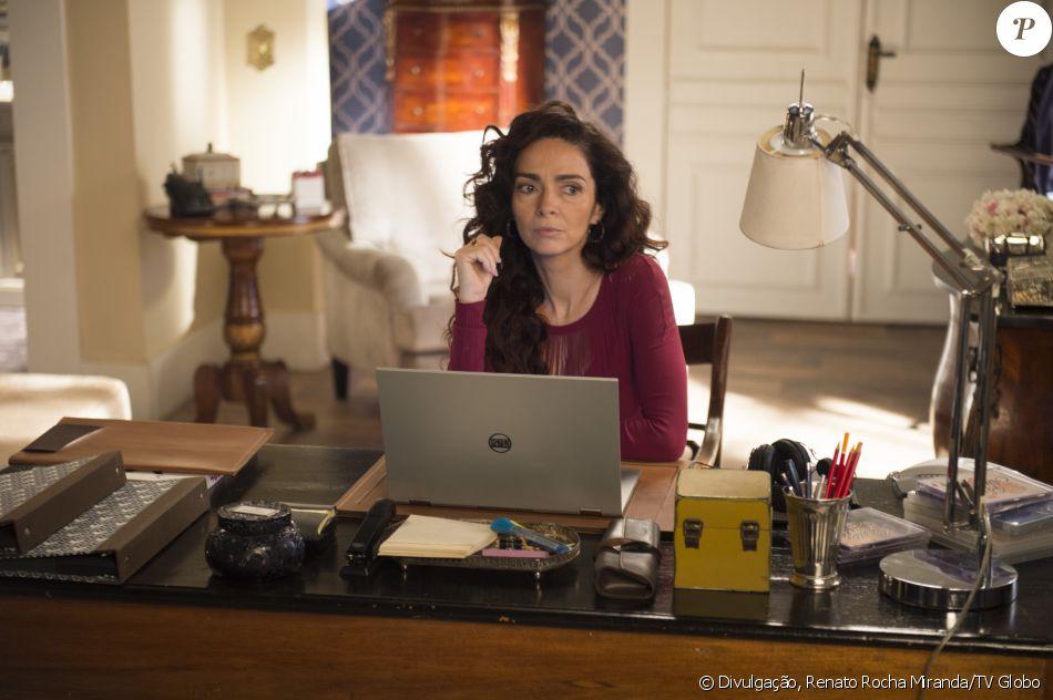 Loretta (Claudia Ohana) vai atrás da família, após a morte de Mássimo (Simon Petracchi), na novela 'Sol Nascente'. Ex-mulher de Vittorio (Marcelo Serrado) teve sua chegada antecipada na trama das seis em virtude de mudanças exigidas por Silvio de Abreu