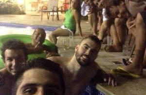 Neymar curte piscina de madrugada com amigos após jogar futebol
