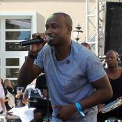 Thiaguinho faz show em pool party com a presença de Thiago Martins, em SC