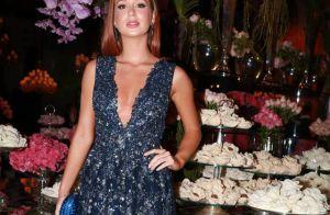 Marina Ruy Barbosa, sem o noivo, brilha em casamento com look decotado. Fotos!