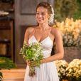 Tancinha (Mariana Ximenes) se casa com Apolo (Malvino Salvador) em uma cerimônia intimista, no final da novela 'Haja Coração'