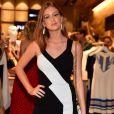 Marina Ruy Barbosa apostou em uma combinação clássica de preto e branco para o evento em SP