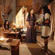 Abel (Edu Porto) é recebido por Léia (Beth Goulart) ao chegar na casa de Samara (Paloma Bernardi), mas sua futura esposa o destrata, na  novela 'A Terra Prometida'