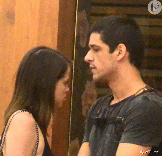 Agatha Moreira passeou com o namorado, Pedro Lamin, após assumir a relação, na Gávea, Zona Sul do Rio de Janeiro, na noite desta quinta-feira, 10 de novembro de 2016