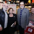 Paulo e Nicette compareceram ao lançamento do livro 'Crimes no Horário Nobre' e posaram ao lado de Silvio de Abreu