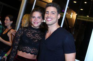 Cauã Reymond e a namorada, Mariana Goldfarb, vão juntos a show no Rio. Fotos!