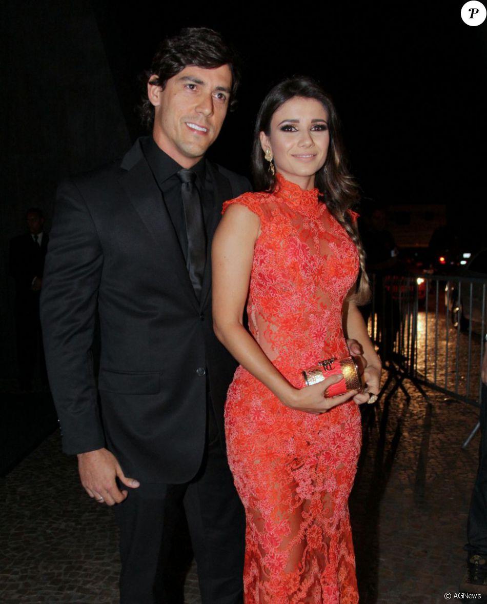 Paula Fernandes anuncia fim de noivado de quatro anos com Henrique do Valle na madrugada deste domingo, dia 13 de novembro de 2016