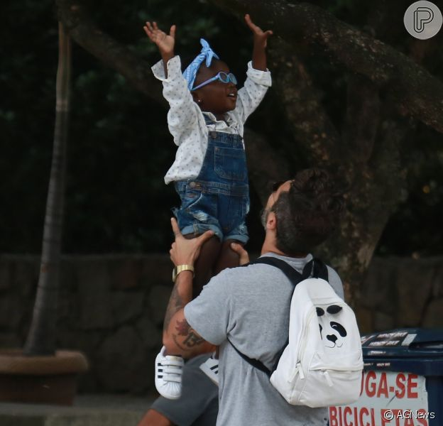 Bruno Gagliasso leva a filha, Títi, a festa de aniversário de um ano do sobrinho neste domingo, dia 13 de novembro de 2016