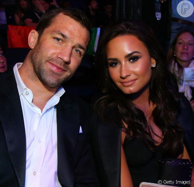 Demi Lovato posou em público pela primeira vez com seu namorado neste domingo, 13 de novembro de 2016