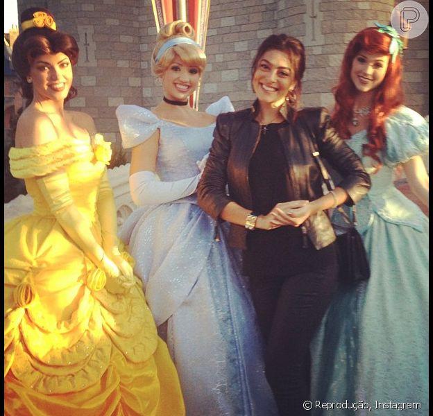 Juliana Paes comemorou o aniversário do filho, Pedro, de 2 anos, na Disney ao lado do marido, Carlos Eduardo Baptista, em dezembro de 2012