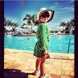 Rafaella posa toda estilosa para uma tarde na piscina em Miami