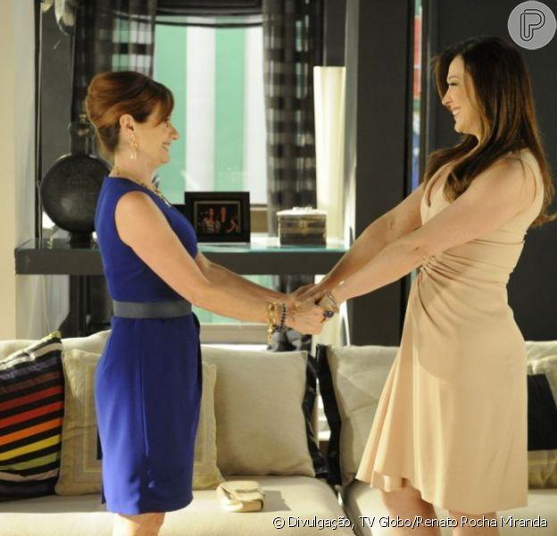 Lívia (Claudia Raia) ganha a confiança de Berna (Zezé Polessa) em 'Salve Jorge', em 7 de janeiro de 2013