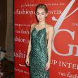 Miley Cyrus usa vestido Marc Jacobs no  30th Annual Night of Stars Galaxy Gala