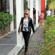 Antonia passeia com seu filho Samuel, em shopping da zona oeste do Rio