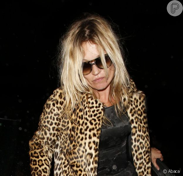 Kate Moss deixa restaurante onde comemorou aniversário visivelmente embriagada, em 17 de janeiro de 2014