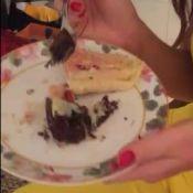 Marina Ruy Barbosa come brownie sem culpa em festa: 'Dieta pré-Noronha'. Vídeo!