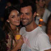 Carol Celico troca carinhos com namorado, Eduardo Scarpa, em Trancoso. Fotos!