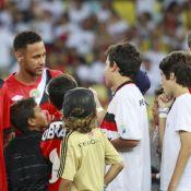 Neymar é tietado por fãs mirins no Jogo das Estrelas no Maracanã. Fotos!