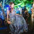 Juliana Martins escolhe look longo e estampado para se esbaldar em festa em Trancoso