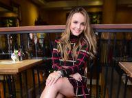 Larissa Manoela ganha declaração de ator em viagem e fãs questionam: 'Namoro?'
