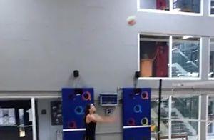 Camila Queiroz mostra 'muque' após jogar vôlei com Klebber Toledo. Vídeo!