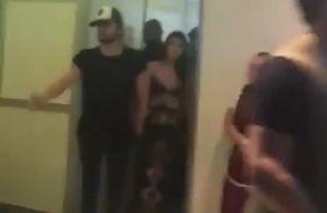 Luan Santana surge de mãos dadas com Jade Magalhães em bastidor de show. Vídeo!
