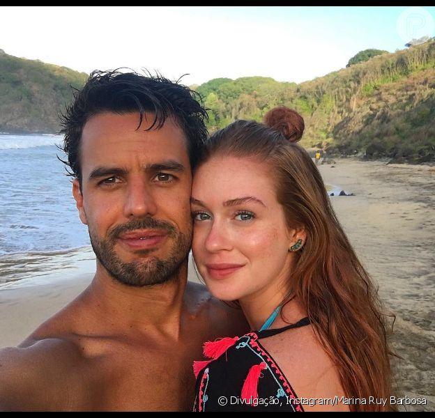 Marina Ruy Barbosa curte praia de Fernando de Noronha com o noivo, Xandinho Negrão, em 1° de dezembro de 2017