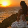 Marina Ruy Barbosa aprecia o primeiro nascer do sol de 2017