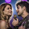 Diana (Alinne Moraes) e Léo Régis (Rafael Vitti) ficaram noivos, na novela 'Rock Story'