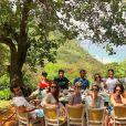 Marina Ruy Barbosa comemorou o fim da viagem a Noronha com um almoço entre amigos