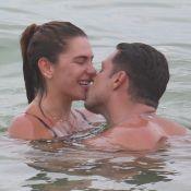 Após repetir pose de Grazi, Mariana Goldfarb ganha beijo de Cauã Reymond em foto