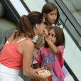Giovanna Antonelli ganhou pipoca na boca de uma de suas filhas