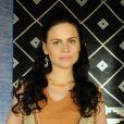 Acsa (Marisol Ribeiro) procura pela mãe no acampamento ao lado do primo, Otniel (Leonardo Miggiorin), no capítulo desta quarta-feira, 11 de janeiro de 2017, da novela 'A Terra Prometida'