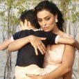Na minissérie 'Dois Irmãos', Zana (Juliana Paes)  é mãe dos gêmeos Omar e Yaqub ( Matheus Abreu).   O segundo a nascer, batizado de 'caçula', é Omar, que se torna o preferido de Zana
