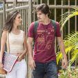 Yasmin (Marina Moschen) percebe que está atraída por Zac (Nicolas Prattes), na novela 'Rock Story'
