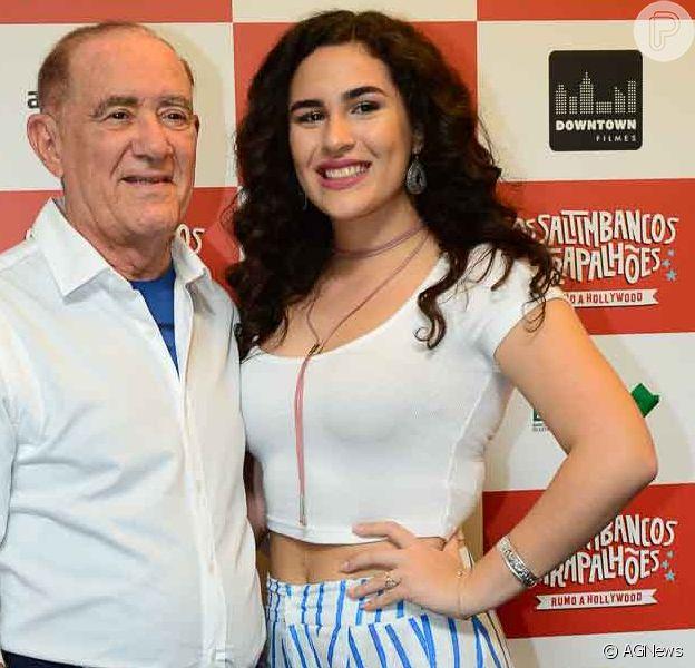 Lívian Aragão diz que o pai, Renato, aprova namoro com DJ: 'Gosta dele, é fofo'