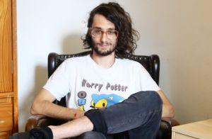 705727d3149b4  BBB17   Pedro Falcão é viciado em games, usa vestido e herdou óculos do  bisavô