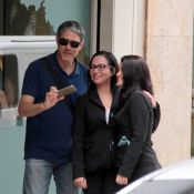 William Bonner distribui sorrisos e selfies para fãs em Ipanema. Veja fotos!