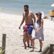 Thiago Lacerda e Vanessa Lóes, grávida, se divertem em praia com os filhos