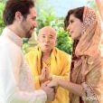 Juliana (Gabriela Carneiro da Cunha) e Fernando (Antonio Sabóia) se casam em uma cerimônia budista, no primeiro capítulo de 'Em Família'