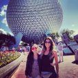 Tatá e a amiga curtem férias em Orlando, nos Estados Unidos