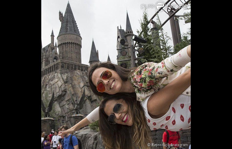 Após o fim de 'Amor à Vida', Tatá Werneck curte férias em Orlando, Estados Unidos, com a amiga Rafaella Cardoso