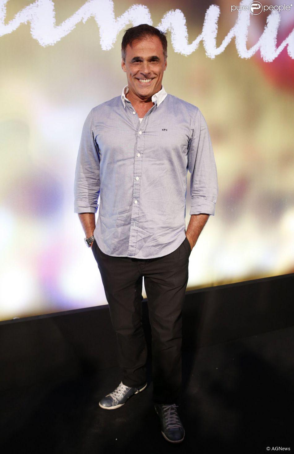 Oscar Magrini recebeu elogios por aparecer nu no capítulo de estreia de 'Em Família' (05 de fevereiro de 2014)