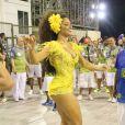 Rainha de bateria da Unidos da Tijuca, a atriz Juliana Alves esbanjou boa forma em fantasia amarela durante ensaio técnico da agremiação, em 12 de fevereiro de 2017