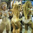Bianca Monteiro, rainha de bateria da Portela, animou o público ao tirar parte da fantasia durante o desfile, em 12 de fevereiro de 2017